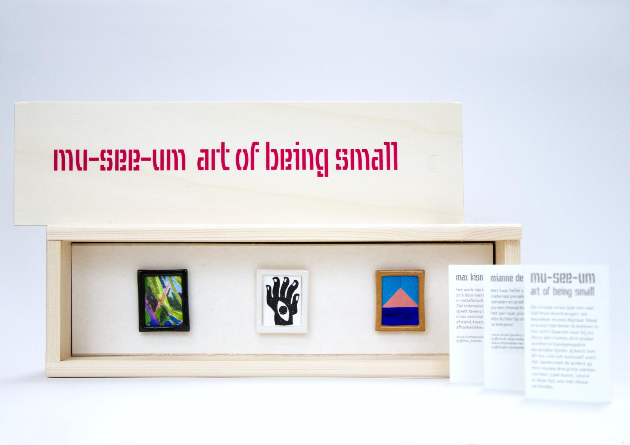 mu-see-um art of being small art box